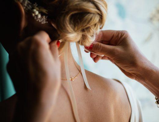 coiffure de mariée boheme chic avec chignon et couronne