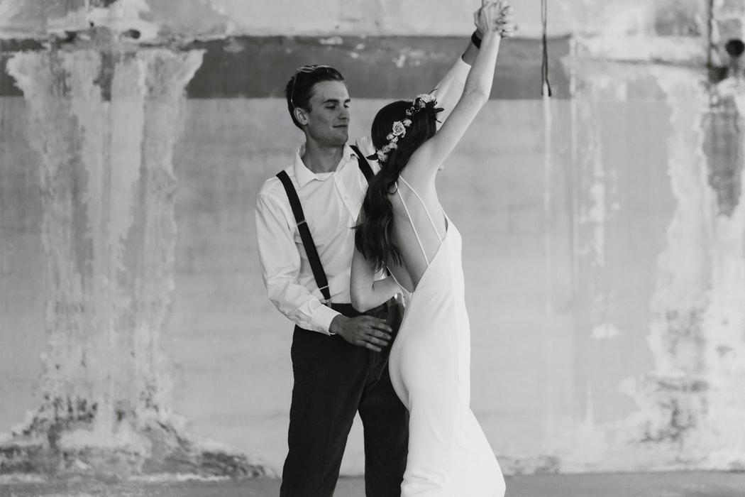 Jeune Quel costume de marié pour un mariage bohème ? - La Mariée Bohème HU-08