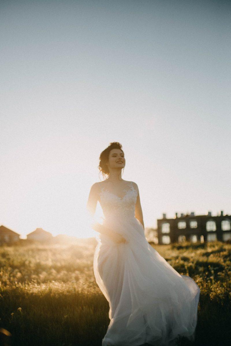 Robe de mariée champêtre et robe de mariée bohème : comment les porter ?